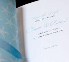 Convite casamento na praia Bermuda descontraído azul e branco estrela do mar  (Convite: Ceci NY)