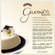 Gelatina de Baileys by jewel Gelatin Recipes, Jello Recipes, Mexican Food Recipes, Sweet Recipes, Köstliche Desserts, Delicious Desserts, Dessert Recipes, Yummy Food, Plated Desserts
