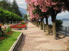 Promenade on the lake shore, Bellagio, Italy