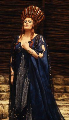 Dame Joan Sutherland in Rossini's Semiramide c.1978