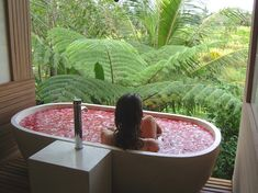 Daily bath in Bali http://www.beautywingman.com/site/