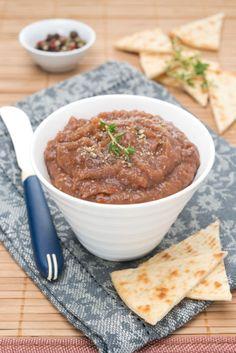Préchauffez le four th. 7-8 (210-240°C).  Rincez les aubergines et mettez-les dans un plat à four. Faites-les cuire 30 minutes environ en les...
