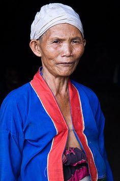 Palaung woman by Zalacain, via Flickr