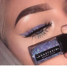 Glitter eyeliner using ABH cosmetics. - Chanel Skincare - Ideas of Chanel Skincare - Glitter eyeliner using ABH cosmetics. Lila Eyeliner, Purple Eyeliner, Glitter Eye Makeup, Glitter Liner, Glitter Eyebrows, Glitter Eyeshadow Tutorial, Color Eyeliner, Sparkle Makeup, Makeup Trends