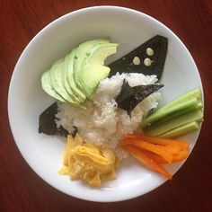 Deconstructed Sushi Bowl Delicious Vegan Recipes, Yummy Food, Healthy Recipes, Fun Food, New Recipes, Cooking Recipes, Avocado Recipes, Good Fats, Frugal Meals