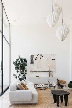 Modern + Minimal Living Space Those pendants! Mid Century Modern Living Room, Living Room Modern, Home And Living, Living Spaces, Living Rooms, Deco Design, Design Case, Living Room Decor Colors, Minimal Living