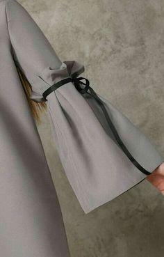 Ideas for sewing studio costura Abaya Fashion, Moda Fashion, Muslim Fashion, Fashion Dresses, Sleeves Designs For Dresses, Sleeve Designs, Blouse Designs, Mode Abaya, Mode Hijab