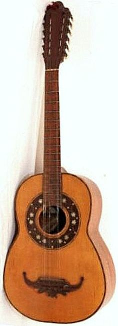 """An """"experienced"""" Colombian Tiple 12 strings 4 courses 3 strings per course"""