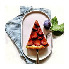 Hallo Spätsommer! #zwetschgentarte #zwetschgenkuchen #zwetschge #tarte #kuchen #sorger #sorgerbrot #bäckerei #bakery #graz #iamfromaustria #steiermark #fruchtig #visitsteiermark #visitgraz #backen #food #foodphoto #foodlove #foodporn #view #onmytable #dessert #mitliebegemacht #details #sommer #pflaumen Food Porn, Dessert, Fruit, Ethnic Recipes, Diy, Bakken, Graz, Bricolage, Deserts