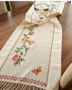 @tugba_dmrko ellerinize sağlık çok güzel olmuş Bargello, Handicraft, Diy And Crafts, Cross Stitch, Home Organization, Embroidery, Crochet, Handmade, Instagram