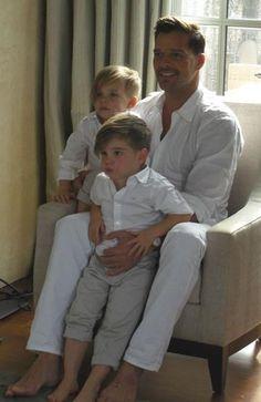 Ricky Martin and his handsome boys - ----Orgullo Puertorriqueno..que papa tan bello, y los ninos ni se digan.