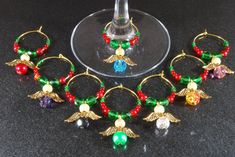 Wine Charms - Need Reliable Information About Wine Look Here! Wine Glass Crafts, Wine Craft, Wine Bottle Crafts, Decorated Wine Glasses, Painted Wine Glasses, Bottle Charms, Wine Charms, Bride Wine Glass, Beaded Bookmarks