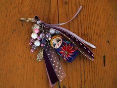 sleutelhanger met baboesjka en paarse lintjes