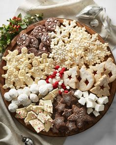 How to Build a Holiday Cookie Board - Christmas Cookies - Holiday Recipes Christmas Snacks, Christmas Cooking, Christmas Goodies, Christmas Holiday, Christmas Bark, Thanksgiving Snacks, Very Merry Christmas Party, Christmas Entertaining, Woodland Christmas
