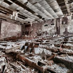30 years later: Exploring Pripyat in the Chernobyl Exclusion Zone and shooting only with iPhone - DIY Photography Chernobyl Nuclear Power Plant, Chernobyl Disaster, Ghost City, Ghost Towns, Abandoned Buildings, Abandoned Places, Interesting History, Deconstruction, 30 Years