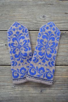 Beige Mittens with Flowers - Baroque Mittens - Hand knit  Gloves - Winter Accesories - Gift Ideas  nO 77.. $36.00, via Etsy.