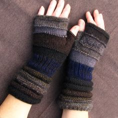 Dark fingerless like the anthracite. Unmatched Hand Knit by dwarfs