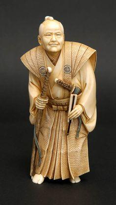 Japanese Netsuke Japanese Ivory carving of an old Samurai 根付け Katana, Le Morse, 3d Figures, Art Japonais, Japanese Characters, Bone Carving, Asian, Japan Art, Ivoire