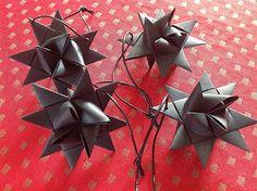 Bellas bedrifter: Sorte, rå stjerner til kubusstagen...