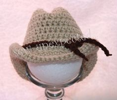 Crochet Baby Hats Crochet baby cowboy hat - free pattern - I made one and it is SOOOO cute. I put three yarn wrapped pipe cleaners in the last row to form the rim of the hat! by ksrose Sombrero Cowboy, Baby Cowboy Hat, Crochet Cowboy Hats, Chapeau Cowboy, Crochet Baby Booties, Crochet Beanie, Crocheted Hats, Crochet Gratis, Crochet Lace