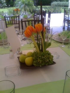 Tulipanes naranja con manzanas. Quinta Pavoreal del Rincon www.pavorealdelrincon.com.mx