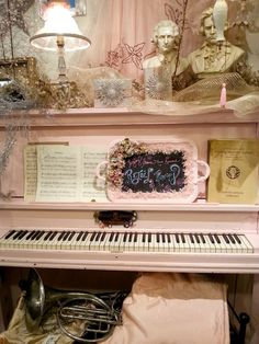 Piano--notice the pink tray! That's the reason I pinned this!