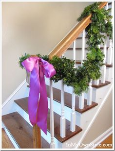 Christmas Staircase Decorations | Christmas Decorating Ideas for Staircases