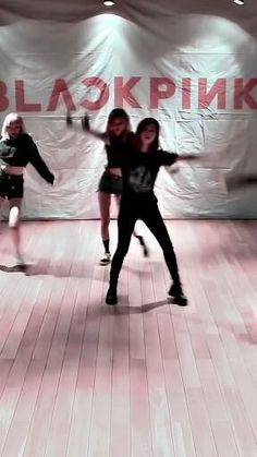 Solo Dance Video, Dance Videos, Black Pink Songs, Black Pink Kpop, Blackpink Video, Foto E Video, Kpop Girl Groups, Kpop Girls, Korean Girl Groups