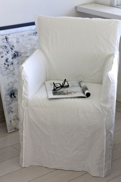 homevialaura | Paola Navone | Gervasoni Ghost | Ghost24 | white linen chair | home interior | living room