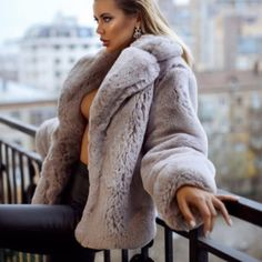 Luxury girls in furs. Fur Fashion, Fashion Outfits, Womens Fashion, Suits For Women, Sexy Women, Thick Girl Fashion, Fox Fur Coat, Fur Coats, Fur Clothing