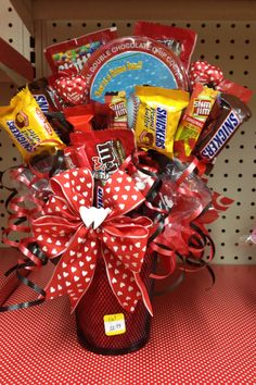 Valentine Candy bouquet for the kids Valentine Gift Baskets, Valentine's Day Gift Baskets, Valentine Day Crafts, Valentine Decorations, Candy Boquets, Candy Bar Bouquet, Chocolates, Halloween Gift Baskets, 17th Birthday Gifts