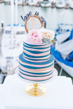 Nautical wedding cake | Different Cloud Imagery | see more on: http://burnettsboards.com/2015/10/unique-nautical-wedding/