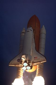 The Space Shuttle Discovery blasts hurtles toward orbit on May 27, 1999. (NASA)