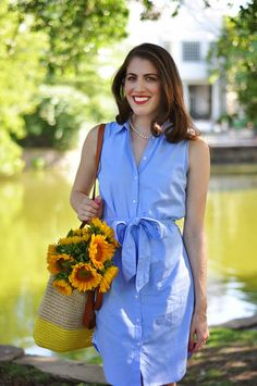 Blogger Brooke du jour fills her Gap tote with sunflowers.