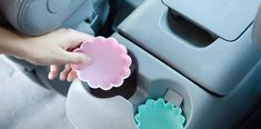 Lord know I need this! Hacks to maintain a clean car! Love the silicone cupcake liners for the drink holders, coffee filters to dust the dashboard, & old candles that melt on a hot day! Car Cleaning Hacks, Car Hacks, House Cleaning Tips, Silicone Cupcake Liners, Cupcake Wrappers, Life Hacks Auto, Best Family Cars, Diy Rangement, Coffee Filters