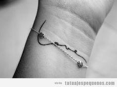 tatuaje-pequeño-palabra-amor-love-muñeca-chica-tattoo.jpg (400×297)