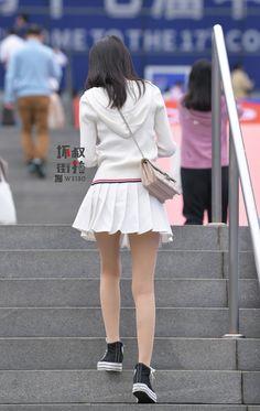 Fashion 2017, New York Fashion, Womens Fashion, Fashion Trends, Short Skirts, Mini Skirts, School Girl Japan, Asian Street Style, Nice Legs