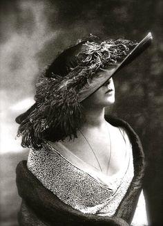 Hat Model, Maison Lanvin, 1912 (Paul Nadir)