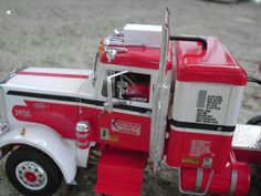 I love this paint design, even if this is a model, an it is a beautiful model, Kenworth Trucks, Toy Trucks, Plastic Model Kits, Plastic Models, Model Truck Kits, Model Car, Kit Cars, Best Model, Tamiya