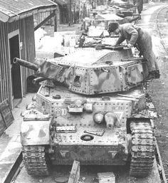 Ww2 Uniforms, War Dogs, Defence Force, Ww2 Tanks, Panzer, Luftwaffe, Armored Vehicles, War Machine, World War Two