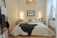 Schlafzimmer-gestalten-im-skandinavischen-Stil-Bett-im-Mittelpunkt - Schlafzimmer gestalten – 30 moderne Ideen im skandinavischen Stil