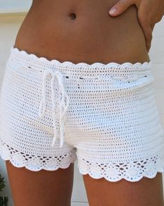 Crochet Skirts Summer Fahion - Crochet shorts - There are spring trends that will stick around for summer, but there are also new styles that will be sneaking in. Here are some summer fashion trends! Crochet Shorts Pattern, Crochet Pants, Crochet Skirts, Crochet Clothes, Crochet Top, Crochet Summer, Crochet Patterns, Skirt Patterns, Coat Patterns