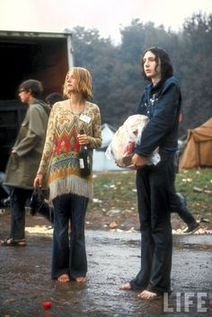 At Woodstock, The wet, cold weather mattered not,Only Th Music Did! Long Live The Music Of Our Time, Man! I 25 Groovy Trends Spotted From Woodstock Festival Street Style 1969 Woodstock, Woodstock Hippies, Woodstock Festival, Woodstock Music, Woodstock Photos, Joe Cocker, Janis Joplin, Hippie Life, Hippie Style