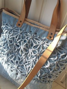 Купить или заказать Сумка 'Джинса-romantic' в интернет-магазине на Ярмарке Мастеров. Сумочка родилась из идеи использовать джинсовое' кружево' от любимой джинсовой рубашки. Долго вынашивалась-обдумывалась... результат меня саму очень удивил)) Добавила к голубой джинсе натуральную кожу и ручки из чепрака. На молнии, на задней стенке карман из кожи на молнии, внутри-открытый карман и на молнии, подкладка из хлопка. Фурнитура латунь. Донышко плотное.