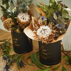 世界の花屋さんはInstagramを利用しています:「今月たくさんの方にご注文いただいた、エリンジュームのドライフラワーボックス。そのまま置いて飾れて、美しくてユニークな草花が楽しめるアイテムでした。大好評で、たくさんの方に手にとっていただきました!31日水曜日までで、あと三日間の販売となります。欲しい方はお早めにお申し込みください。…」