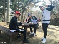 "[STARCAST] BTS went on a picnic to Namhansanseong Fortress! ""Before starting hiking… let me feed you"" One a mild day of spring! BTS' J-HOPE, JIMIN, V visited Namhansanseong Fortress. BTS went. Jhope, Bts Predebut, Kim Namjoon, Bts Bangtan Boy, Bts Taehyung, Jung Hoseok, Foto Bts, Bts Memes, Vhope Fanart"
