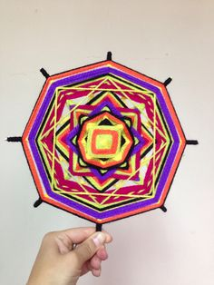 Mandala tejido por mi Ojo de Dios Cards, Gods Eye, Tutorials, Fabrics, Tejidos, Maps, Playing Cards