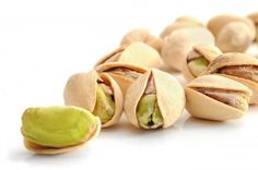 Que se passe-t-il quand vous mangez des pistaches sur une base quotidienne? Les pistaches ont de multiples bienfaits. Jadis, il était recommandé d'en manger