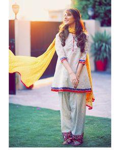 Hareem 'Dania' Farooq (@FarooqHareem) | Twitter Stylish Dresses For Girls, Stylish Dress Designs, Designs For Dresses, Simple Dresses, Casual Dresses, Girls Dresses, Eid Dresses, Quinceanera Dresses, Beautiful Dresses