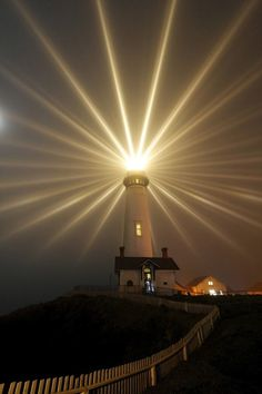 Farol Pigeon Point, Califórnia, USA. Fotografia: Xavier Cohen. http://www.ytravelblog.com/travel-pinspiration-lighthouses/